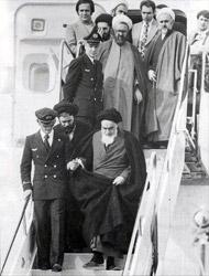 Ajatollah Chomeini bei seiner Rückkehr in den Iran im Jahr 1974